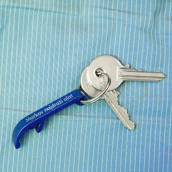 Metalni otvarač privezak