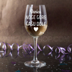 Noge gore casu dole poklon casa za vino