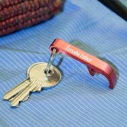 Metalni otvarač privezak crveni