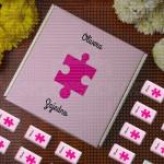 Roze slagalica poklon kutija sa čokoladicama