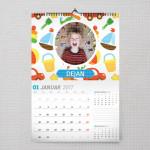 Mali dečak poklon kalendar