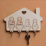 Kućica za četvoro mamu tatu i dve ćerke
