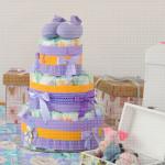 Ljubičaste patofne poklon torta od pelena