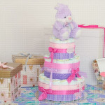 Ljubičasti zeka poklon torta od pelena